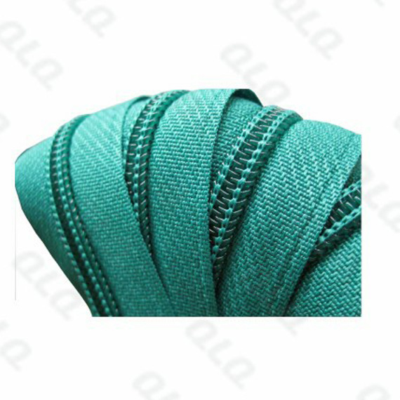Produce Nylon Long Chain Zipper